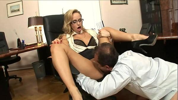 Порно отодрал секретаршу