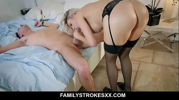 Fucking my hot stepmom Blake Morgan after a date Thumb