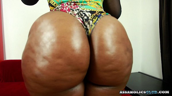 Black chick wants the cum on her buttocks Thumb
