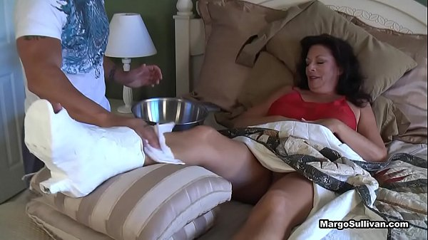 Image Margo Sullivan – Mom breaks her foot