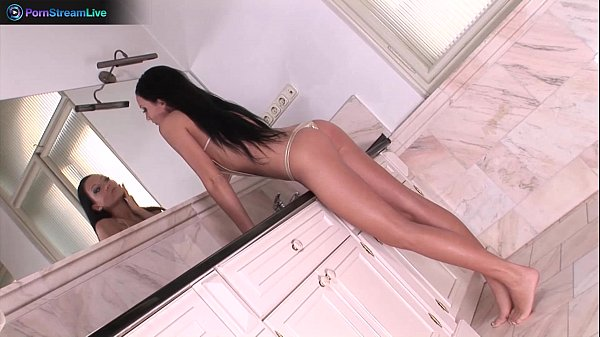 Regina Moon afterwork bathtub solo sex