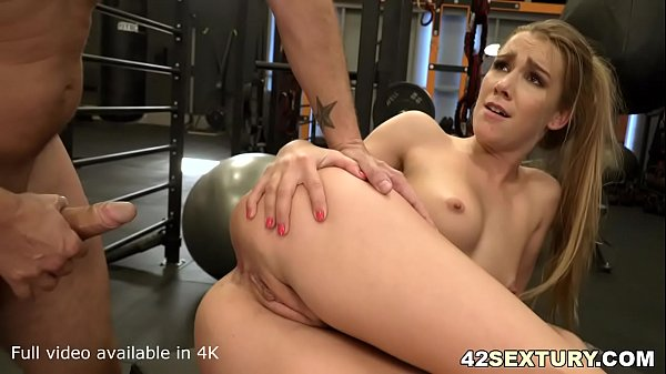 Horny gym fan Alexis Crystal lands a big white dick