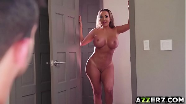 Busty MILF Richelle hot 3some with Cassidy Banks