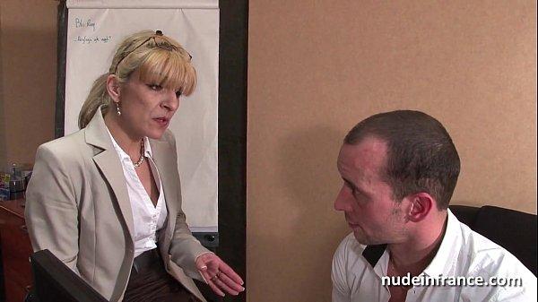 Худенькая блондинка в порно