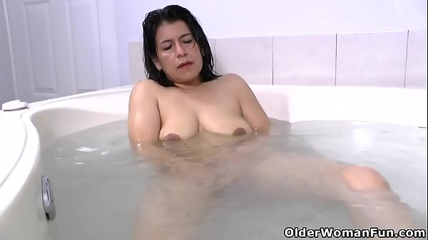 Latina milf Anabella needs a relaxing bath Thumb