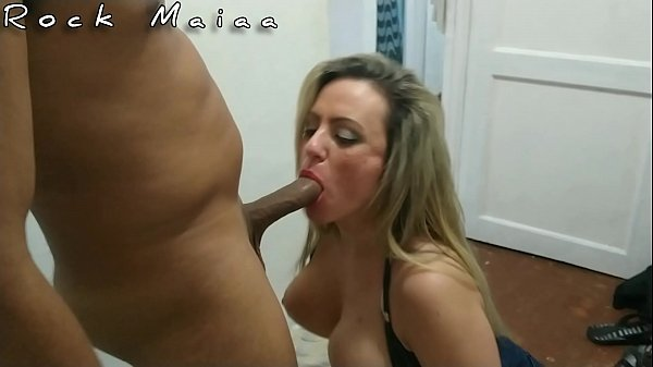I called the cat of the soccer team of the grêmio team, hot blonde of the giant clit to see the flamengo game at a friend's house and ended up eating her ass.
