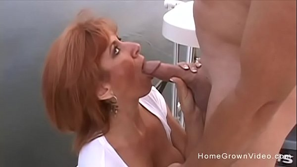 Gorgeous cougar has her hairy pussy stuffed on a boat Thumb