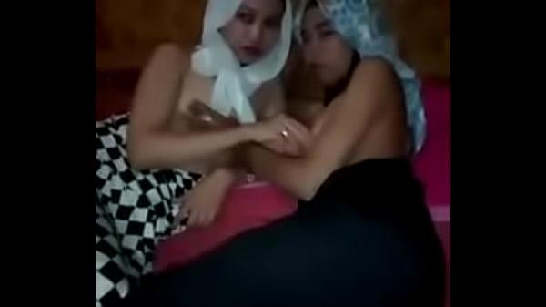 Sandra dan Selvi Pamer Toket Gadis Hijab On Twitter