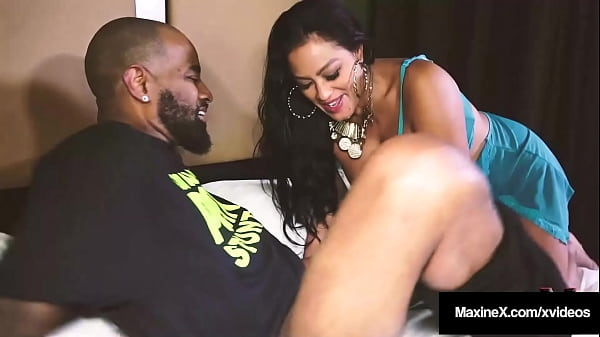 Oriental Mommy Maxine X Gets Pussy Fucked By Big Huge Cock In Hotel!