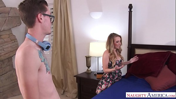HARLEY JADE STEPMOM FUCKS BIG DICK SON