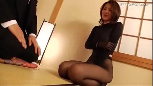 Japonesa viuda vestida en nylon Thumb