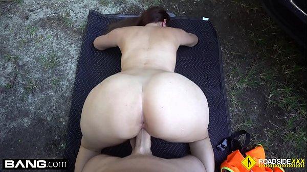 Roadside - cheating girlfriend sucks off mechanic outdoors