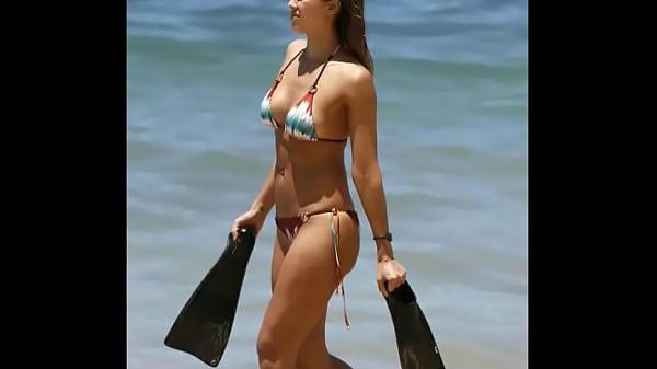 Jessica Alba in Bikini in Hawaii Thumb