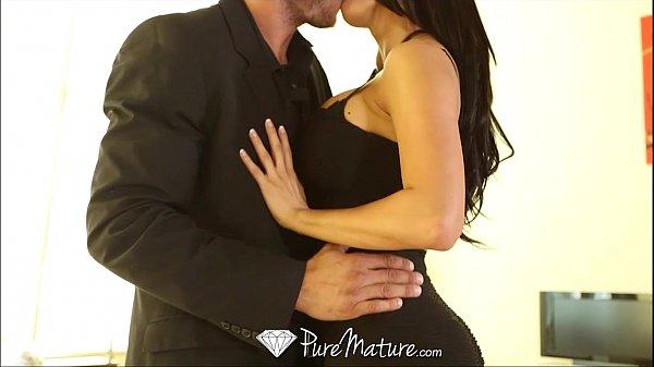 HD - PureMature Peta Jensen strips off black dress to fuck Thumb