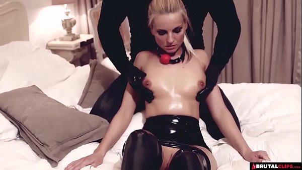 Смотреть секс видео блондинка дрочит ствол