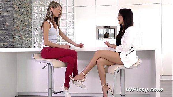 Kinky Beauties Bond Over Pissing Thumb