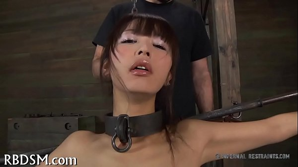 Honey in latex suit gets punished Thumb