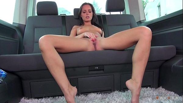 Длинноногие красотки мастурбируют