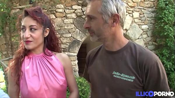 Dana, rouquine très sensuelle, se prend une bite dans le cul