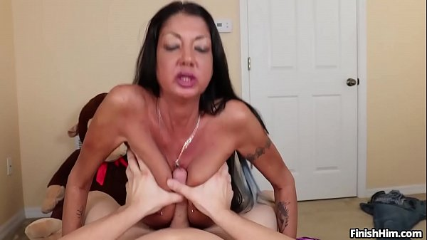 סרטי סקס finish-Busty milf POV handjob