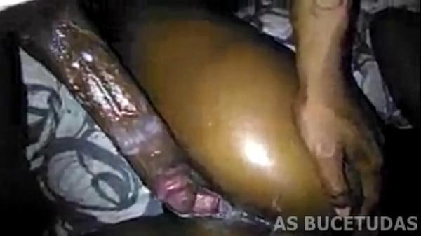 Pornotub uma linda morena fazendo sexo oral no negão
