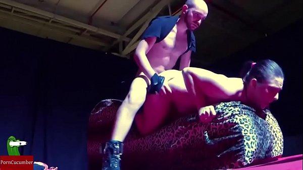 Couple doing an erotic show fucking hard IV 066