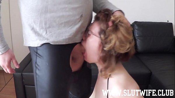 Amateur slut gets a rough sloppy facefuck and s...