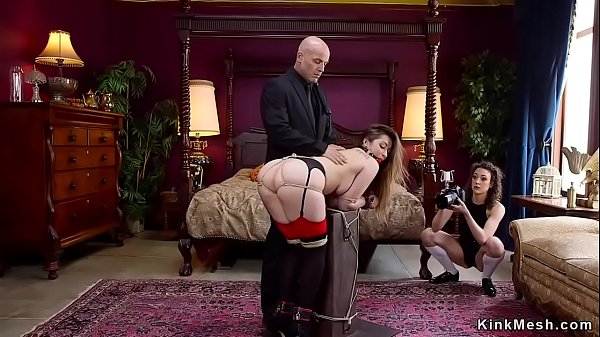 סרטי סקס Photographer joins threesome bdsm