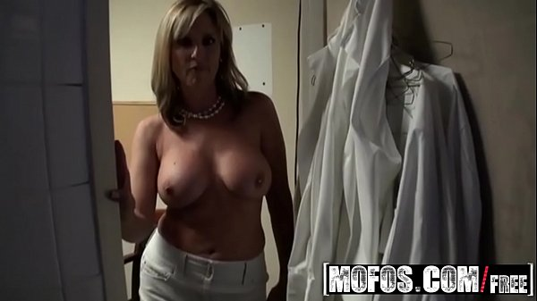 Milf boss (Jodi West) fucks her busboy - MOFOS
