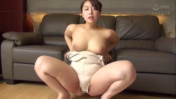 Japanese MILF in bodysuits piss 1