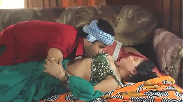 Aunty Sex With Servant: Desi Bhabhi Seduced And Fucked By Servant