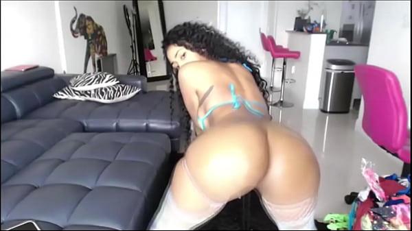 Meneando el culo haciendo twerking y mostrando el chocho hermoso Thumb