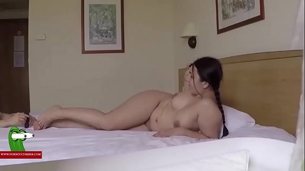 Taking photos of her feet and fucking her. SAN012
