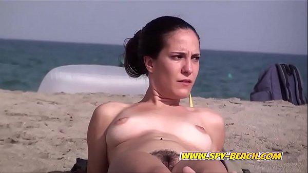 Sexy Nude Beach Babes Amateur Voyeur Hidden-Cam Video Thumb