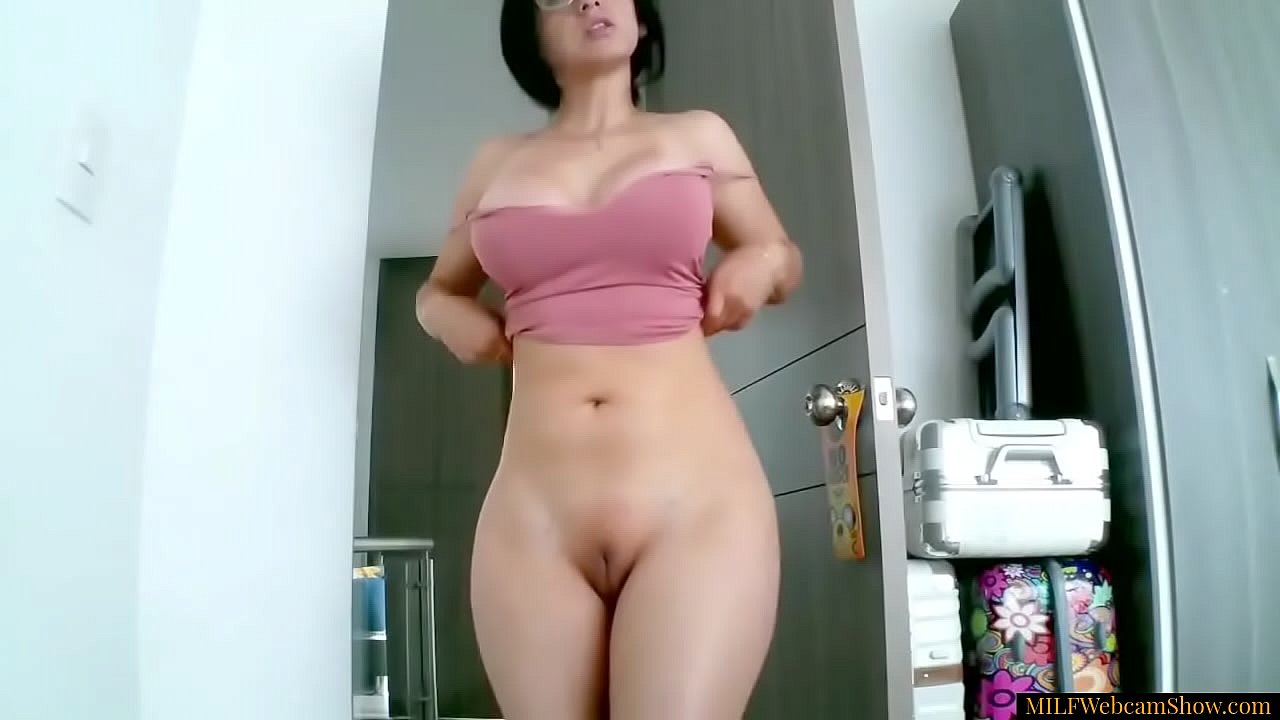 Blonde big tits wide hips Hot Milf With Wide Hips Big Boobs And Bald Pussy Xvideos Com