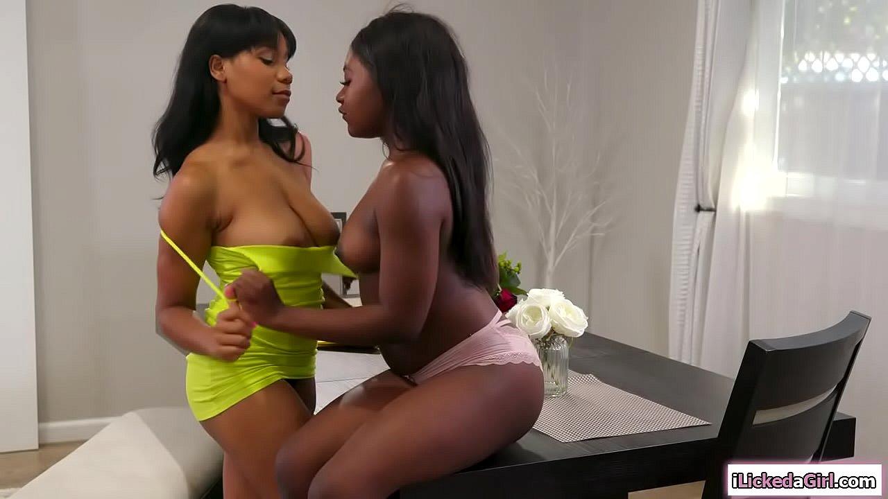 Real Amateur Threesome Ebony