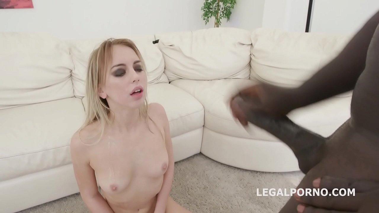 Agujeros Porno Gratis tres negros me la meten por todos mis agujeros, soy la mas
