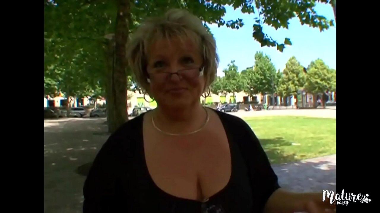 Carole, tombe enfin sur un homme qui sait lui faire plaisir  thumbnail