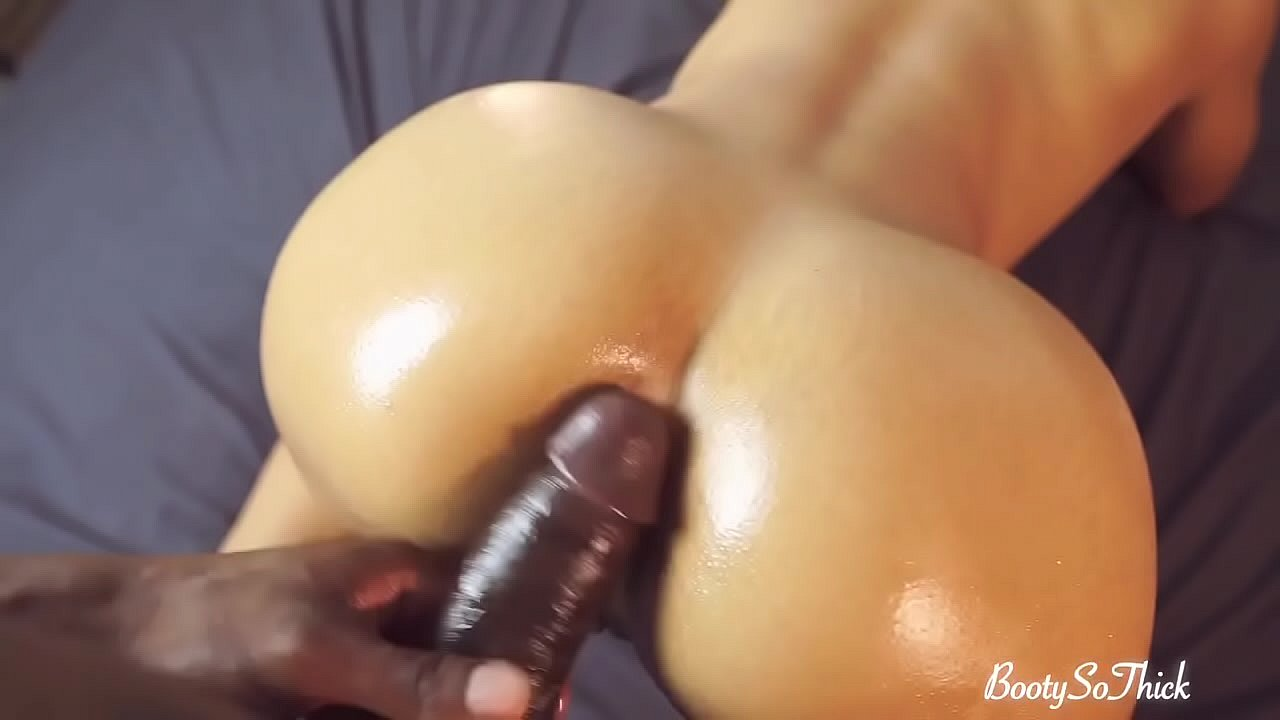 Masseur Blowing his wife's back during massage and they both cum Amateur BootySoThick