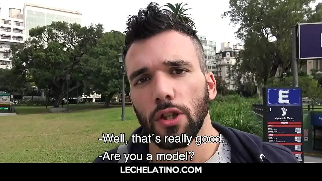 Amigos Gays Barbacoa Porno caliente y loco perdido por un culo bien peludo. para