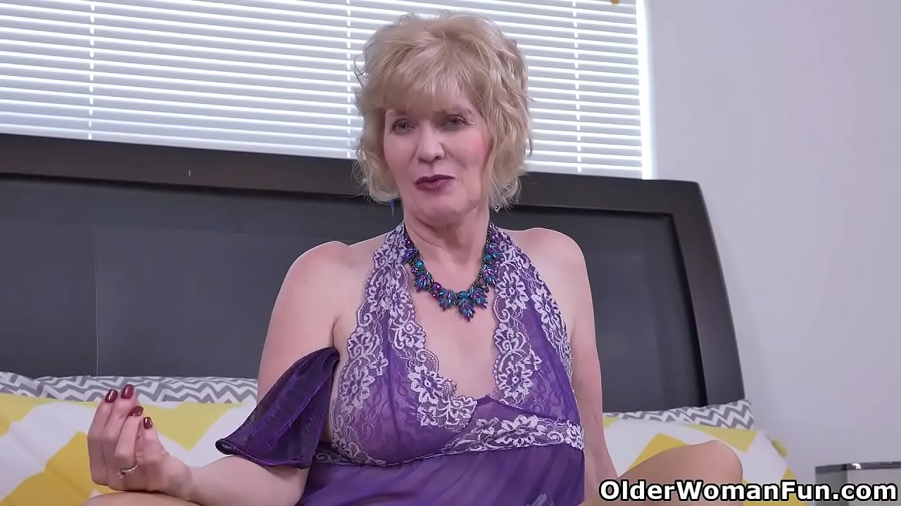 Over 60 gilf Penny from the USA fingers her old cunt 12 min 720p