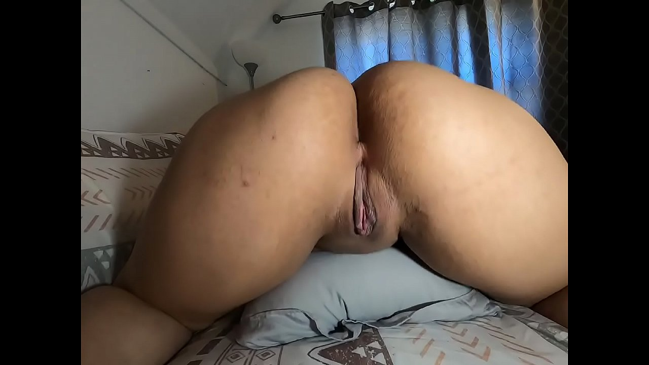 showing ass pussy latina
