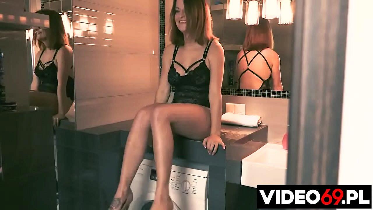 Polskie porno - Jasmine zaprasza do łazienki