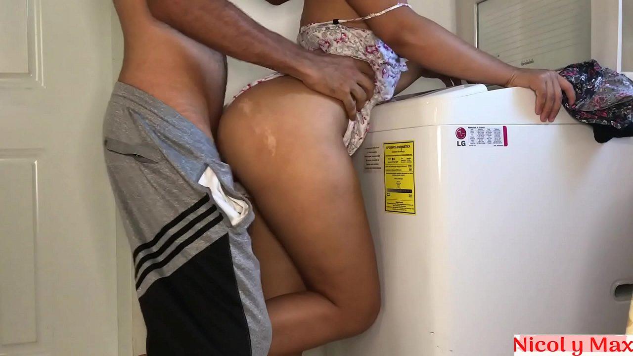 Primos transando gostoso escondidos na lavanderia