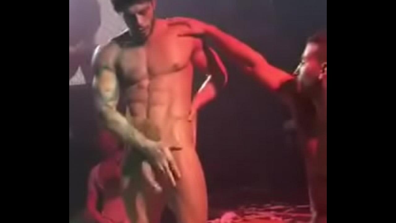 Actor Porno Espontanea porno en vivo en discoteca colombiana latinos heteros