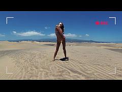 PISS PISS TRAVEL - Funy in micro bikini girl pu...