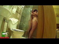 Sexo anal en la ducha para la gorda viciosa GUI015