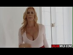Awesome MILF Alexis Fawx squirts all over Quinn...