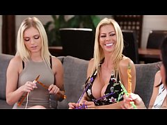 Mom, this is weird! - Alexis Fawx, Mindi Mink, ...
