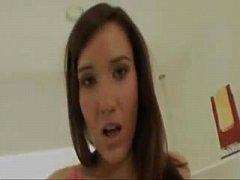 Sexy chica seduce a la cámara. - YouTube.MP4